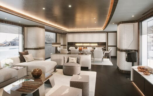 Motor Yacht DYNAMIQ G440 Main Salon and Dining