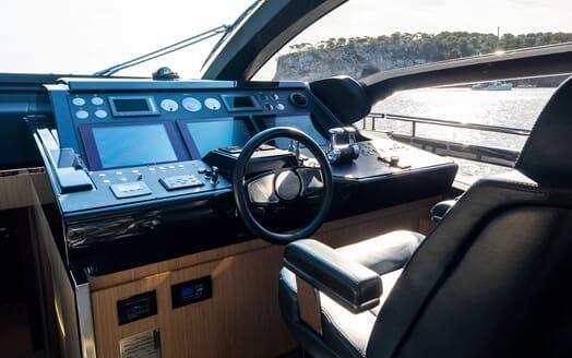 Motor Yacht JULIA S Wheelhouse