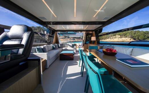 Motor Yacht JULIA S Main Deck Saloon