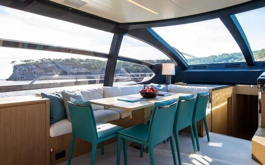 Motor Yacht JULIA S Dining Table