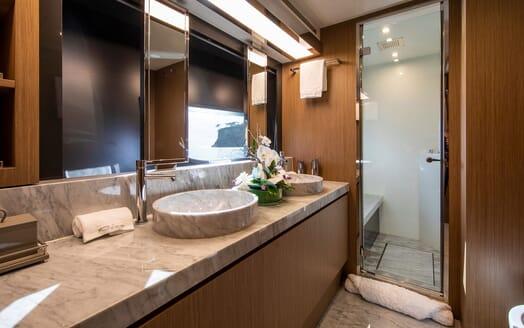 Motor Yacht JULIA S Bathroom