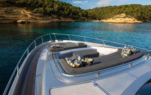 Motor Yacht JULIA S Bow Sun Pad