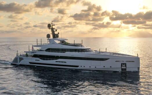 Motor Yacht LEL Exterior Profile