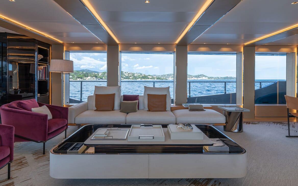 Motor Yacht LEL Main Salon