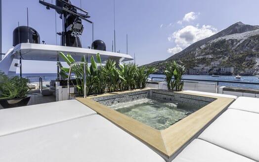 Motor Yacht LEL Sun Deck Jacuzzi