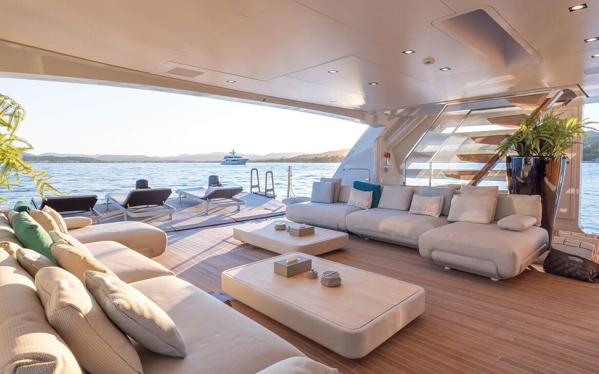 Motor Yacht LEL Lounge