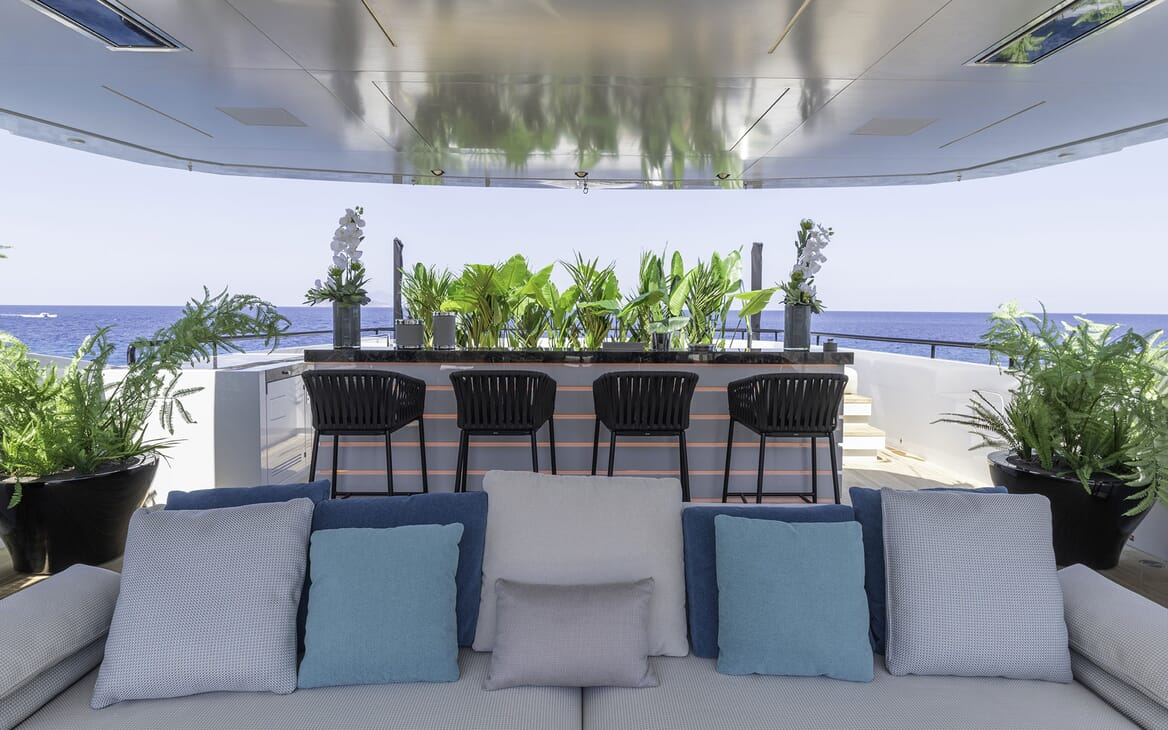 Motor Yacht LEL Sun Deck Seating