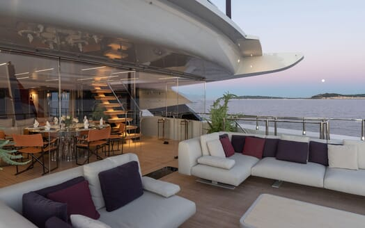 Motor Yacht LEL Dining Table and Deck Seating