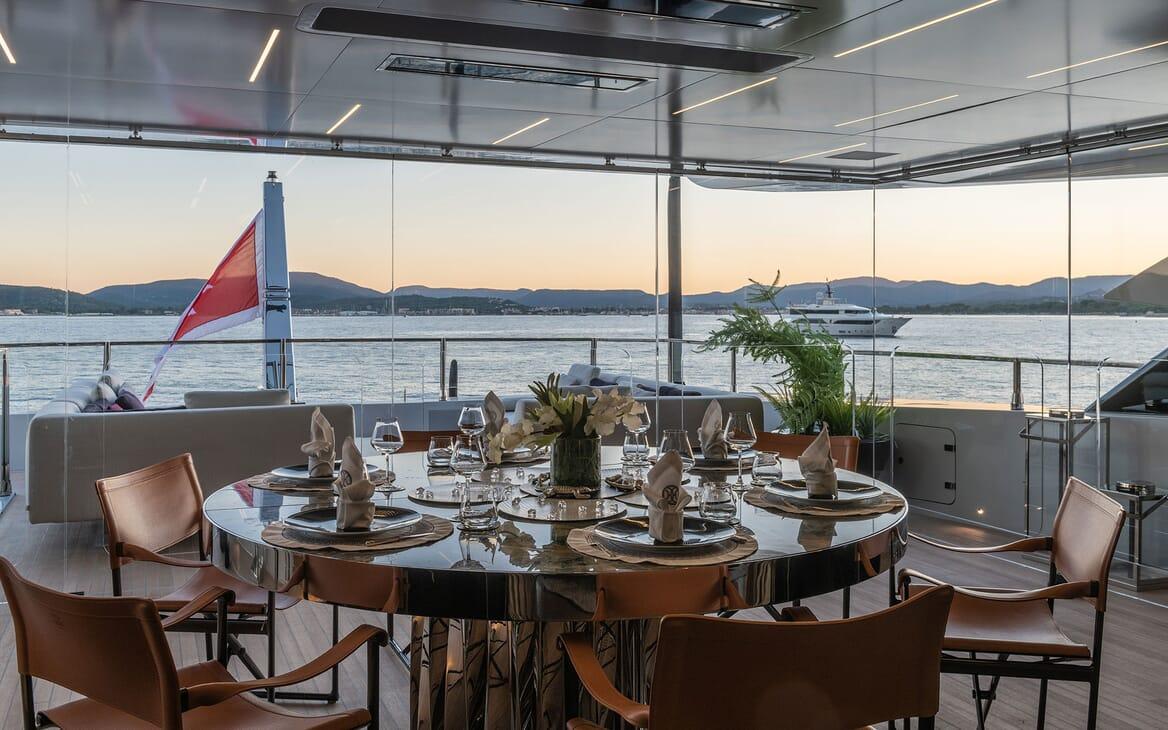 Motor Yacht LEL Dining Table