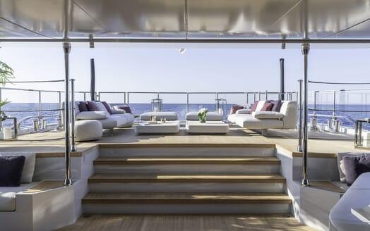 Motor Yacht LEL Deck Seating