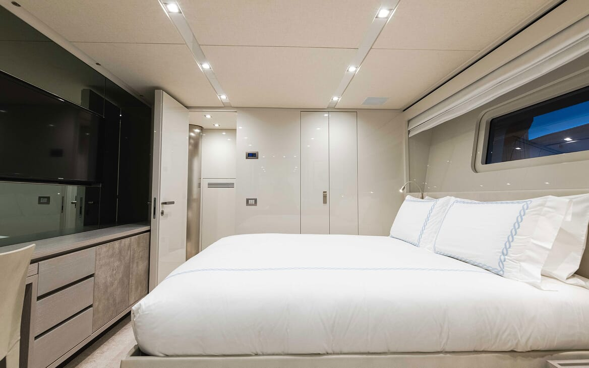Motor Yacht HALCYON Guest Double