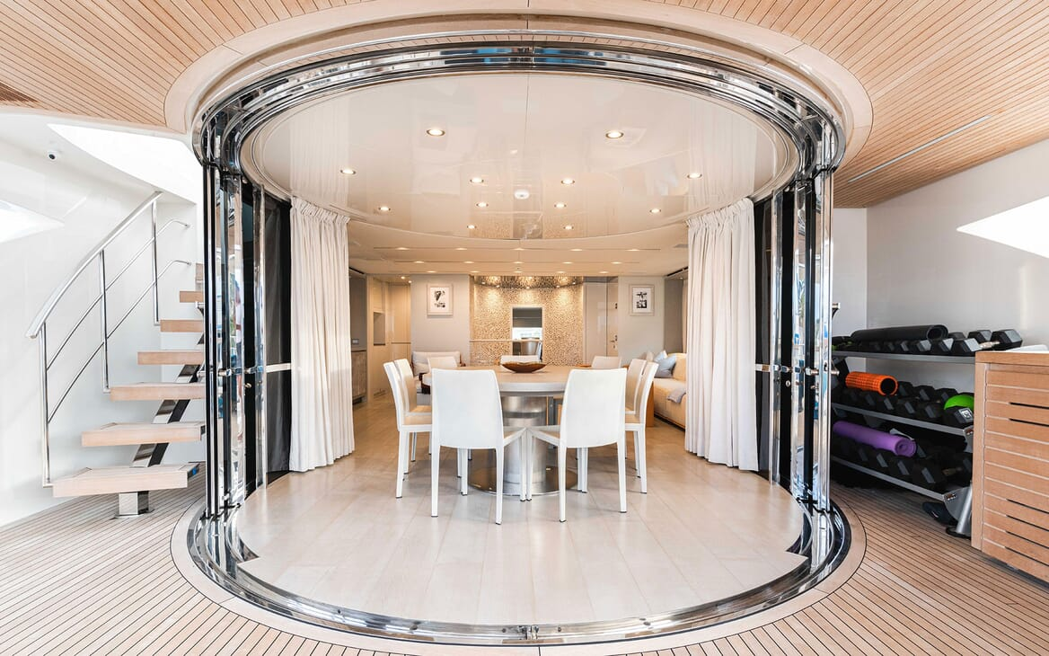 Motor Yacht HALCYON Dining Table