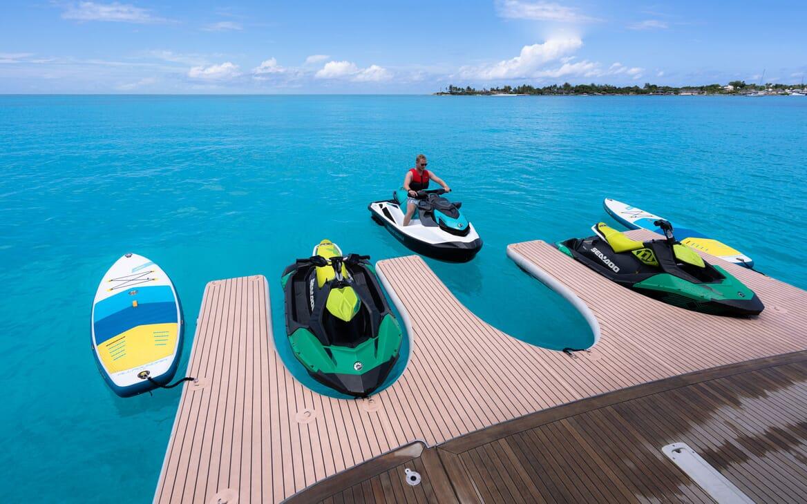 Motor Yacht HALCYON Sun Deck Seating