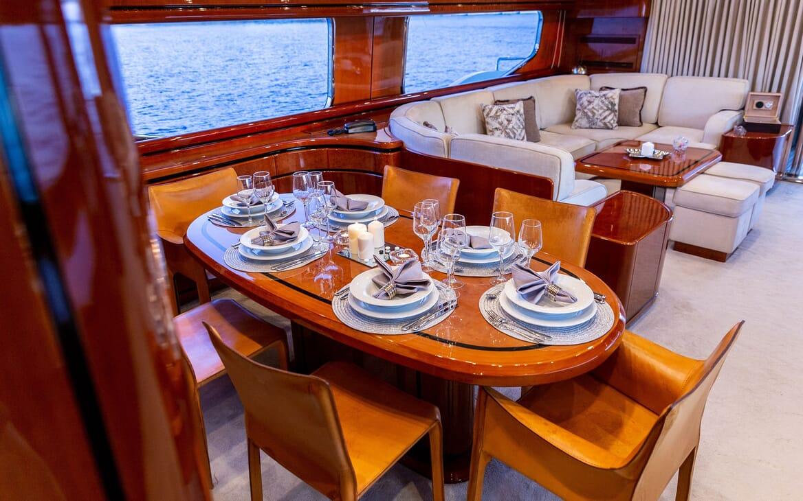 Motor Yacht PAREAKI Dining Table