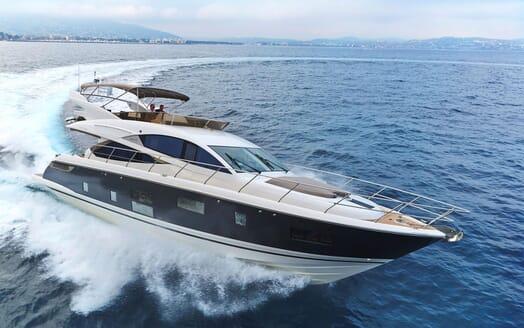 Motor Yacht HONEYBEEZ II Profile Underway