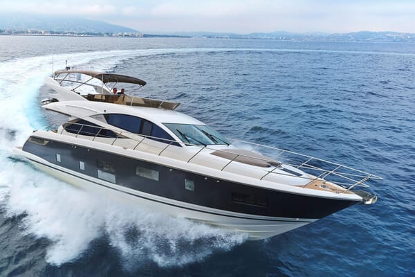 Motor Yacht HONEYBEEZ II Profile Underway