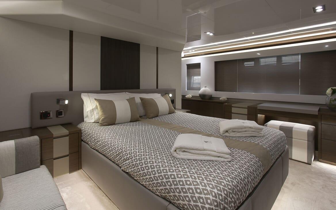 Motor Yacht HONEYBEEZ II Master Stateroom