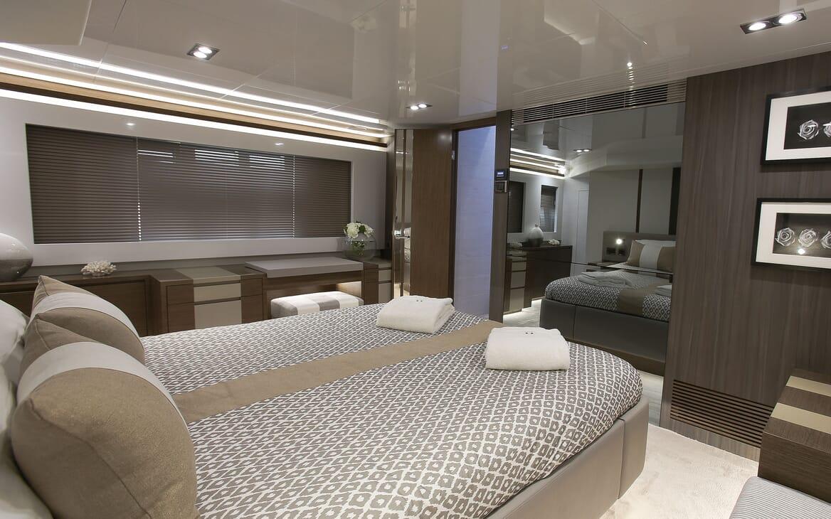Motor Yacht HONEYBEEZ II Master Double Stateroom