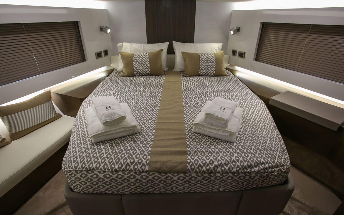 Motor Yacht HONEYBEEZ II VIP Stateroom