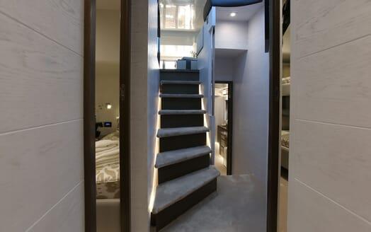 Motor Yacht HONEYBEEZ II Staircase