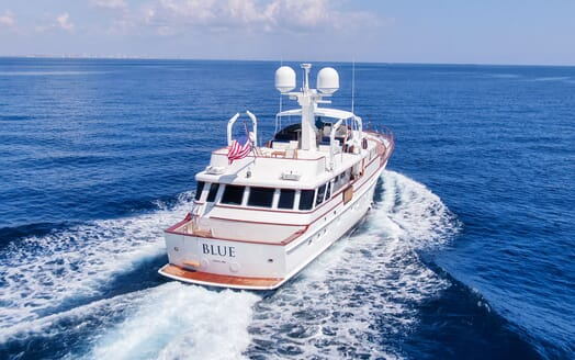 Motor Yacht BLUE Aft Underway