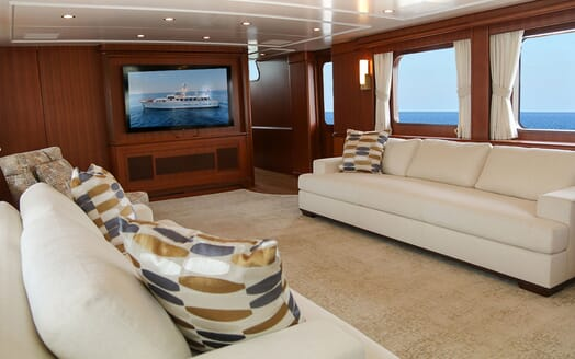 Motor Yacht BLUE Saloon TV