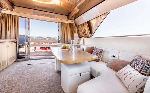 Motor Yacht R Dining Table