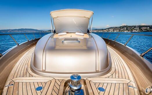 Motor Yacht R Bow Sun Pad