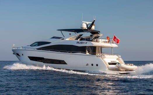 Motor Yacht RUSH X Exterior Aft underway
