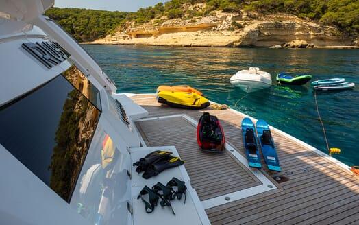 Motor Yacht RUSH X Swim Platform with Toys
