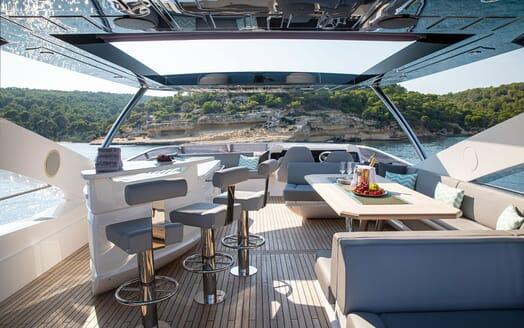 Motor Yacht RUSH X Sun Deck