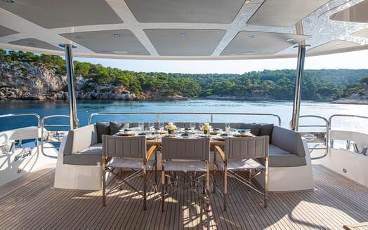 Motor Yacht RUSH X Aft Deck Al Fresco Dining