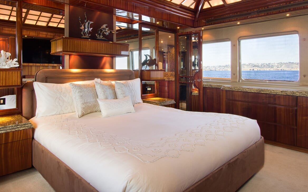Motor Yacht SERENITY 122 Master Stateroom Bed