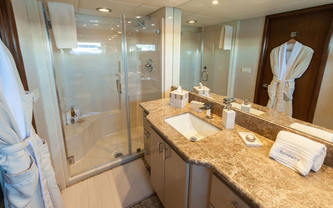 Motor Yacht SERENITY 122 Bathroom