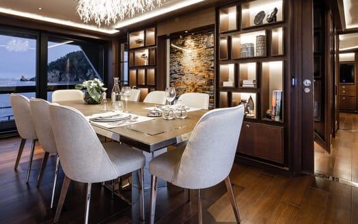 Motor Yacht MOANNA II Dining Table