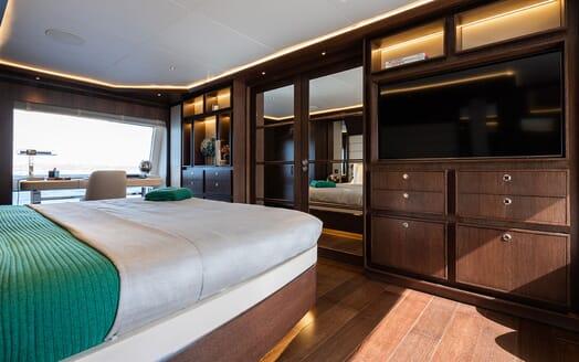 Motor Yacht MOANNA II Master Stateroom