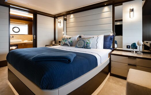 Motor Yacht MOANNA II Guest Double Stateroom