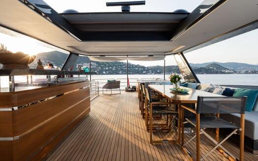 Motor Yacht MOANNA II Sun Deck