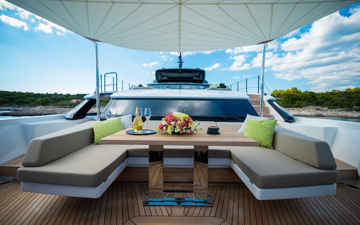 Motor Yacht NOOR II Bow Seating
