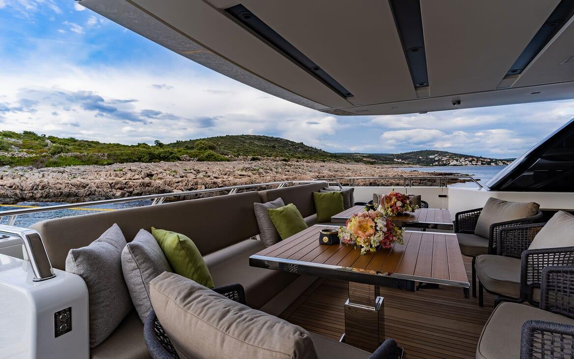 Motor Yacht NOOR II Aft Seating