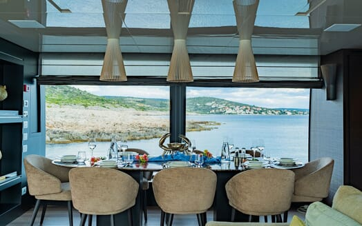 Motor Yacht NOOR II Dining Table