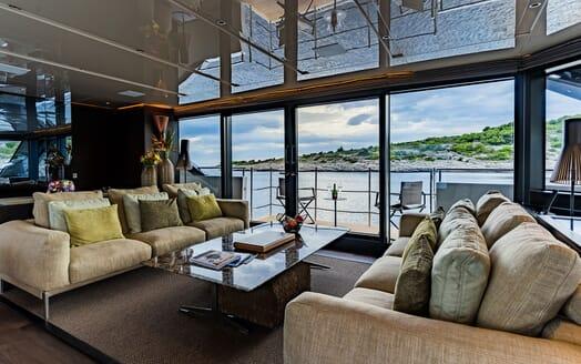 Motor Yacht NOOR II Main Saloon Seating