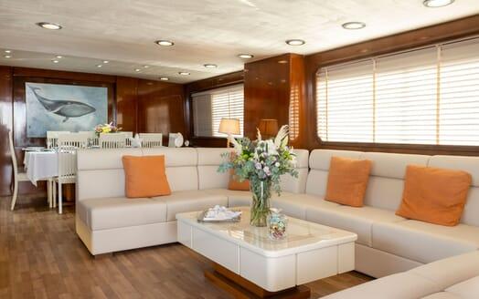 Motor Yacht SHIVA Main Saloon