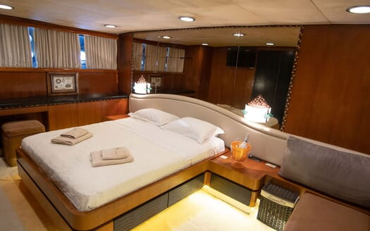 Motor Yacht SHIVA Sun Deck Jacuzzi