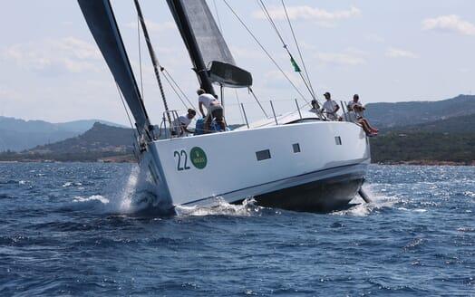 Sailing Yacht ALAMEA Bow Running
