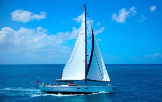 Sailing Yacht CHAMPAGNE HIPPY Profile Underway