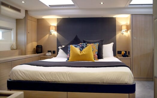 Sailing Yacht CHAMPAGNE HIPPY Master Stateroom