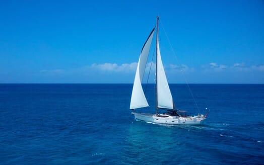 Sailing Yacht CHAMPAGNE HIPPY Exterior Underway