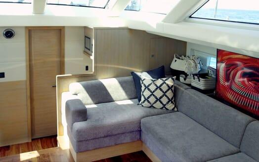 Sailing Yacht CHAMPAGNE HIPPY Main Saloon Seating