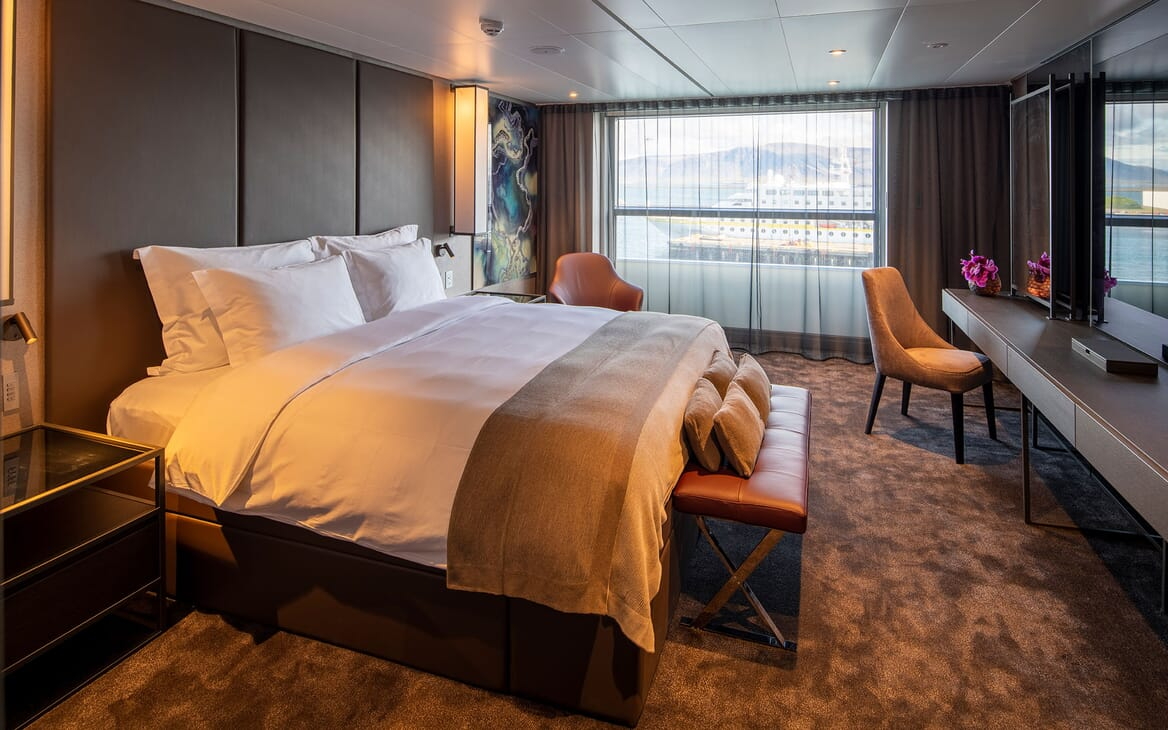 Motor Yacht SCENIC ECLIPSE Guest Stateroom